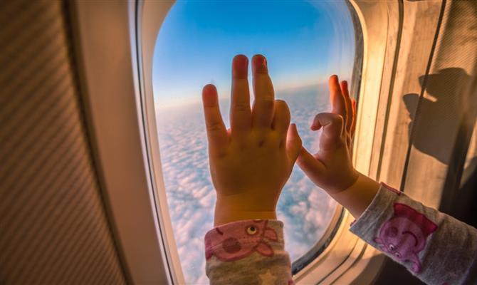 10 dicas para viajar de avião com bebês e crianças